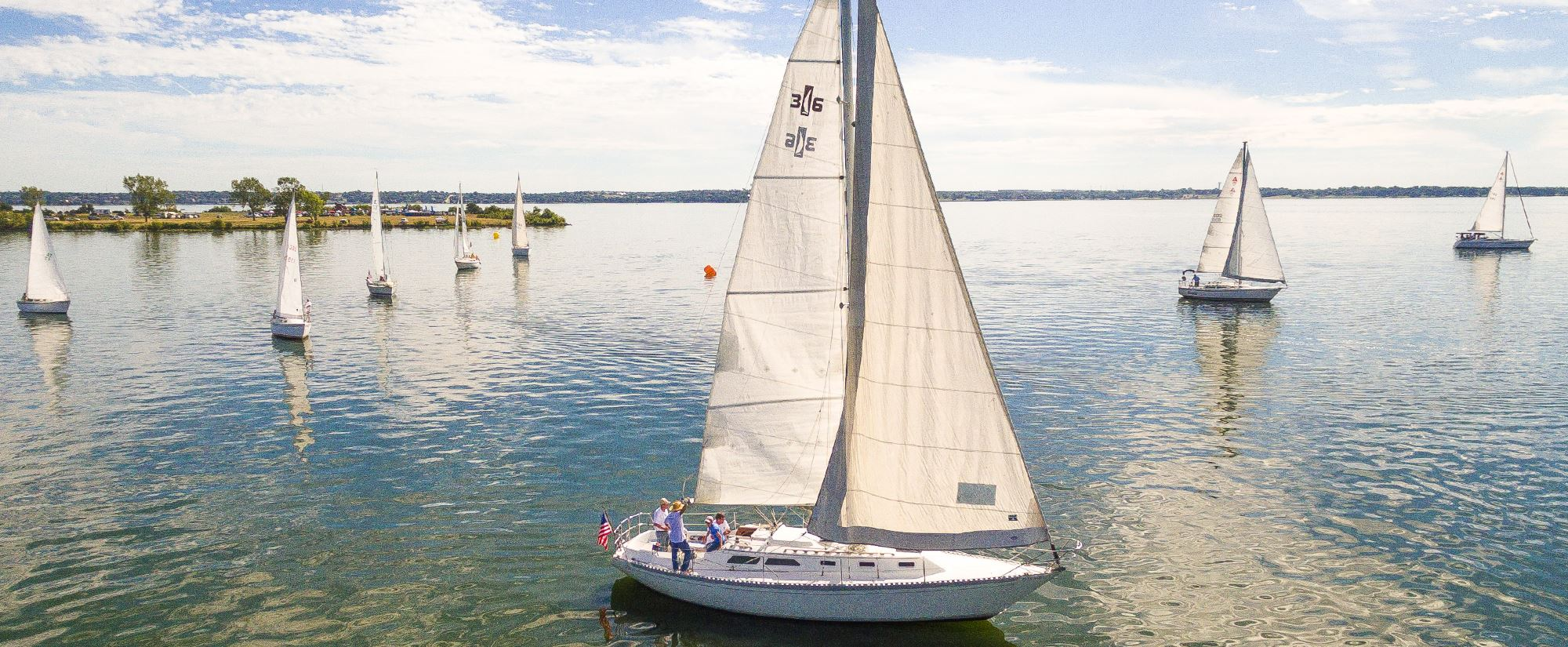 Sailboats on Lake Ray Hubbard for the Bayside Regatta